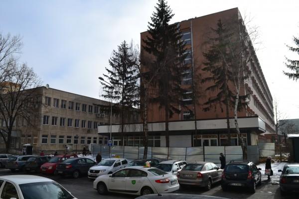 CJ a găsit o firmă care să demoleze farmacia din curtea Spitalului Judeţean